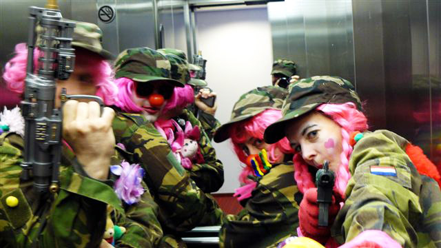 Pink rebel clown army 2010-06-13. Photo: Giuliano Pappadopoli
