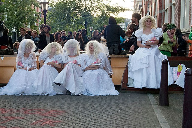 Amsterdam Rebel Brides defending Gallery Schijnheilig on the day of eviction 2011-07-05, Photo: Paul Koene